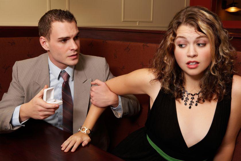 как избавиться от навязчивого внимания мужчины знакомого