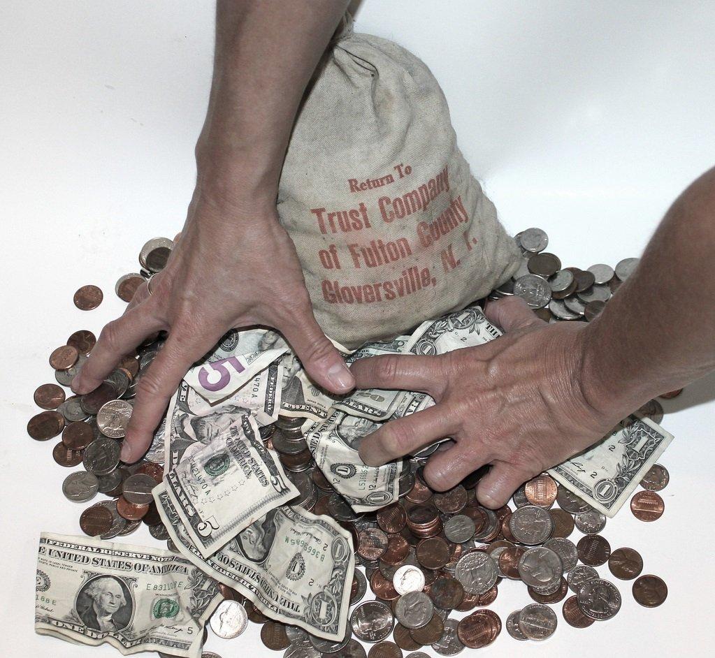 Богатые люди двух типов: бережливые и жадные